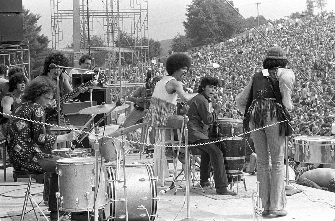 Santana en escenario de woodstock