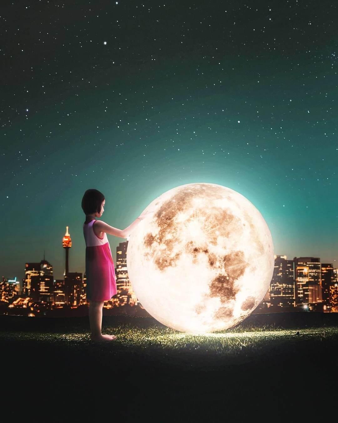 niña con la luna Ronald Ong