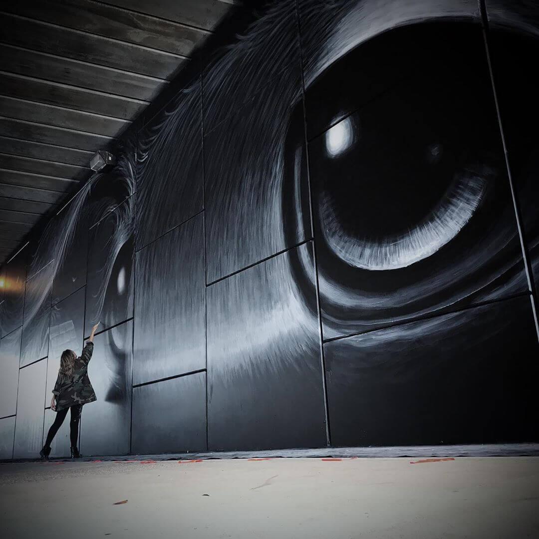 ojos inmensos en el arte de Hayley Welsh