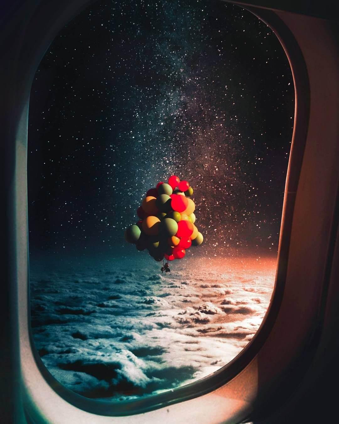 ventana de avion en el espacio con globos de up