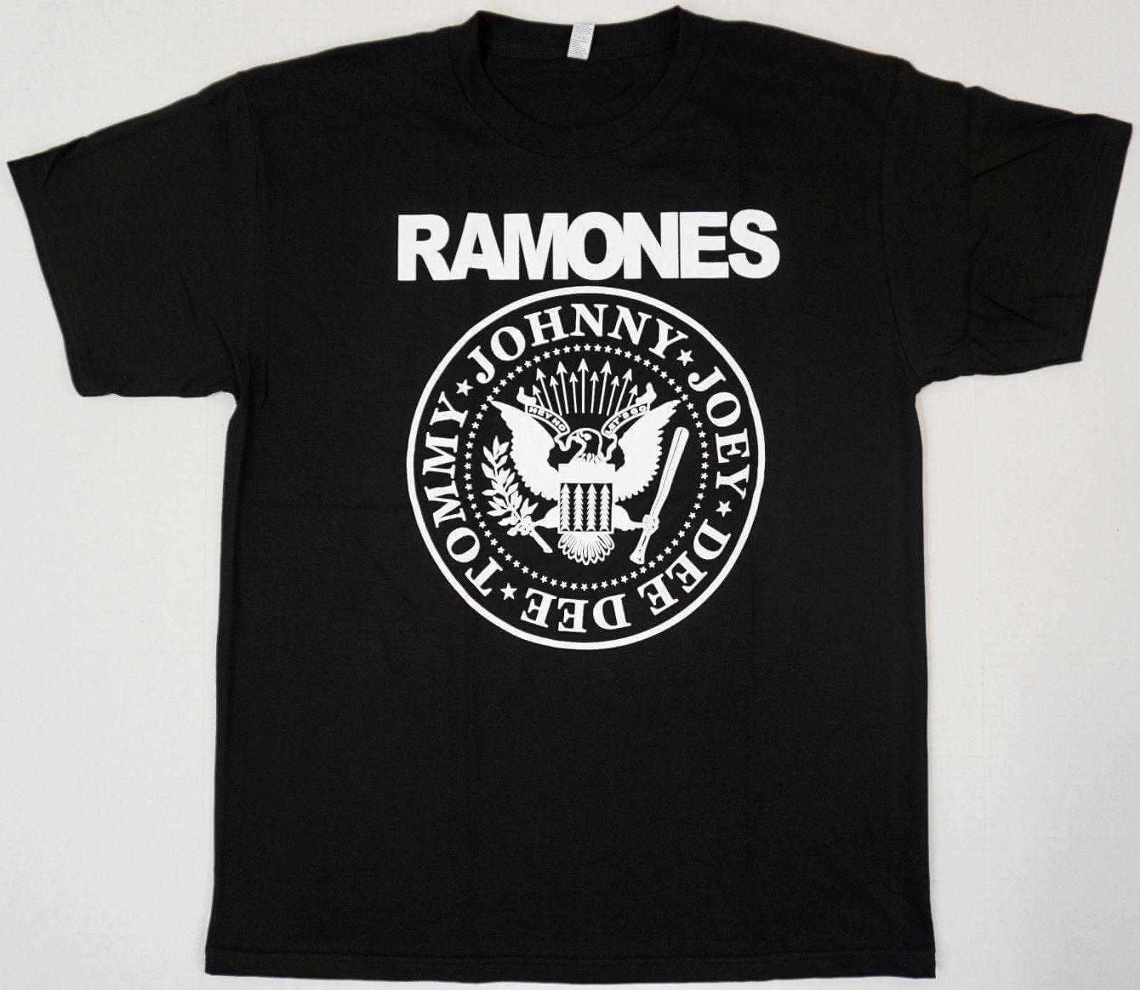 Camiseta con el logo de los ramones