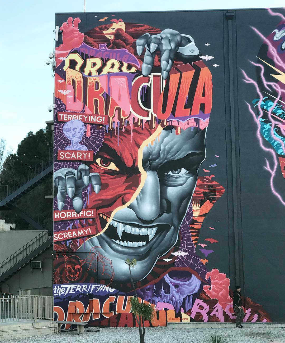 Graffiti de dracula pintado por Tristan Eaton