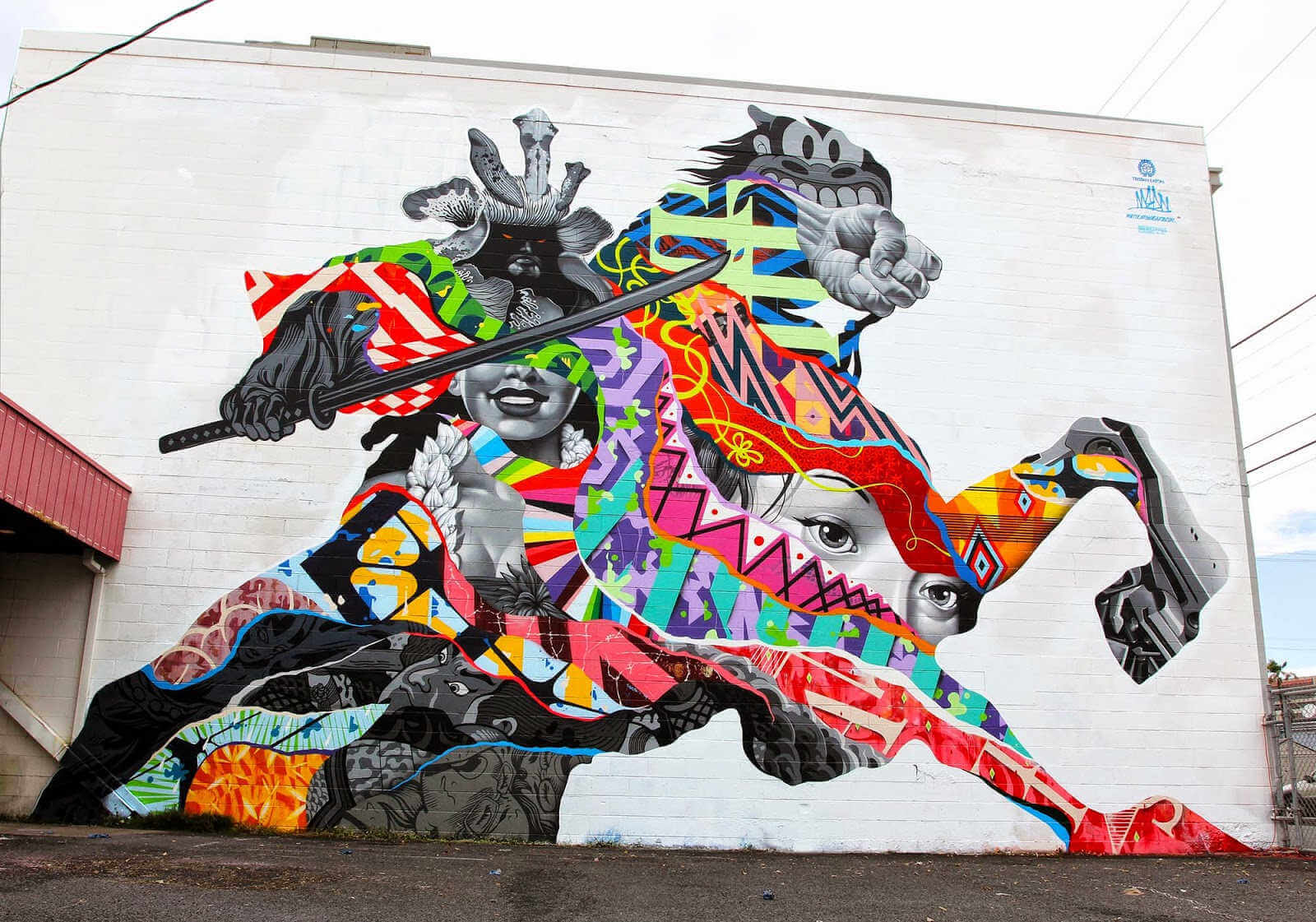 Arte urbano de guerrero samurai pintado por tristan eaton