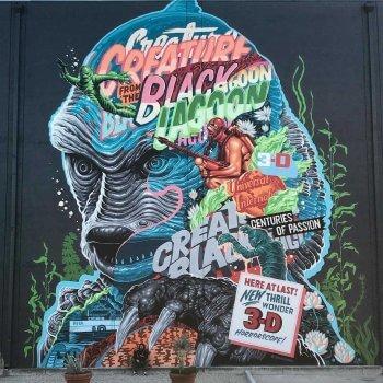 La cosa del pantano en pared graffiti por Tristan Eaton