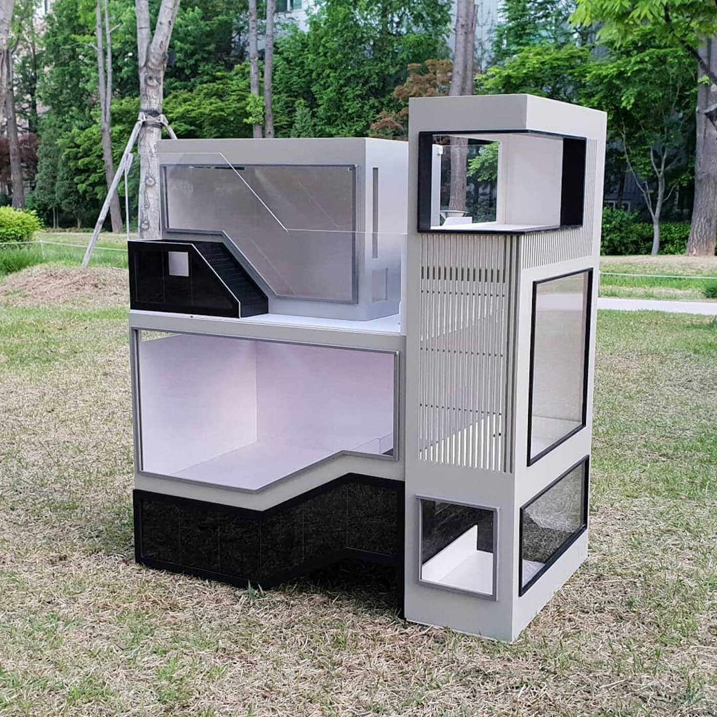 jaula minimalista para hamster de tres alturas