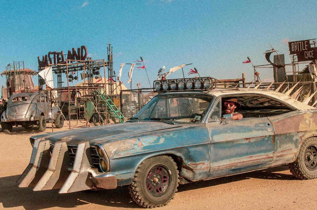coche tuneado de tematica post-apocaliptica