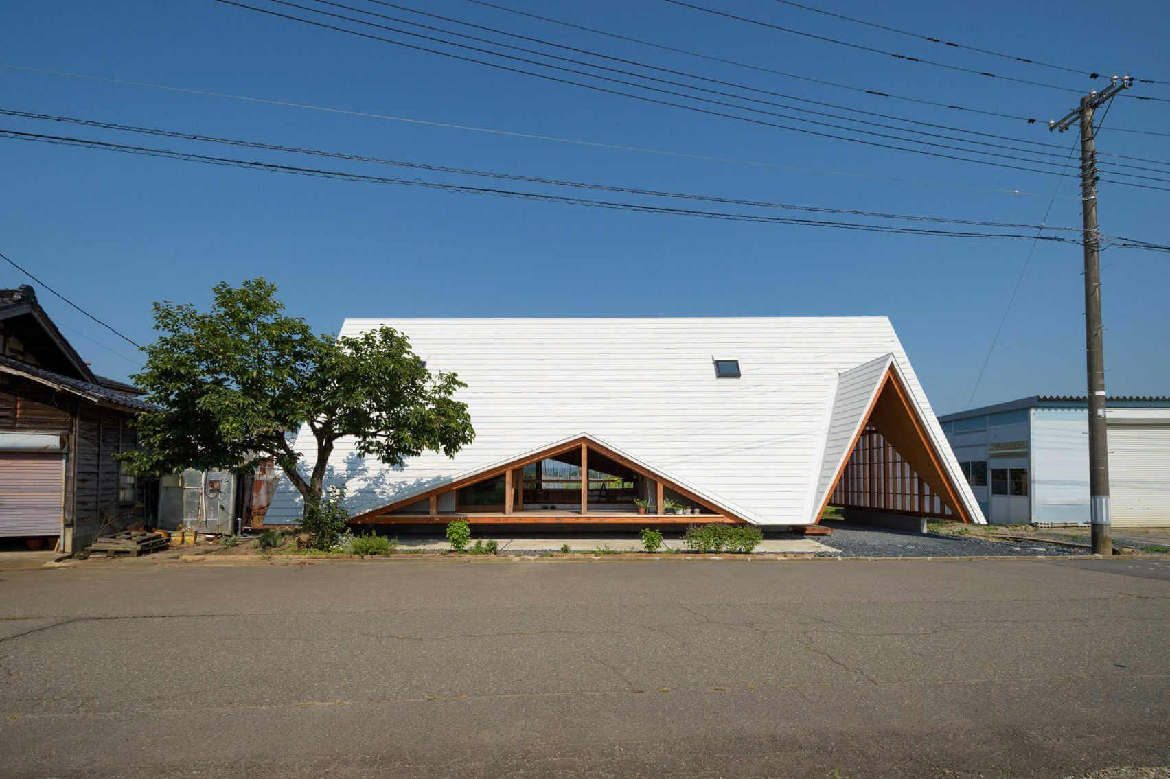 vista lateral de la casa haru, arquitectura minimalista