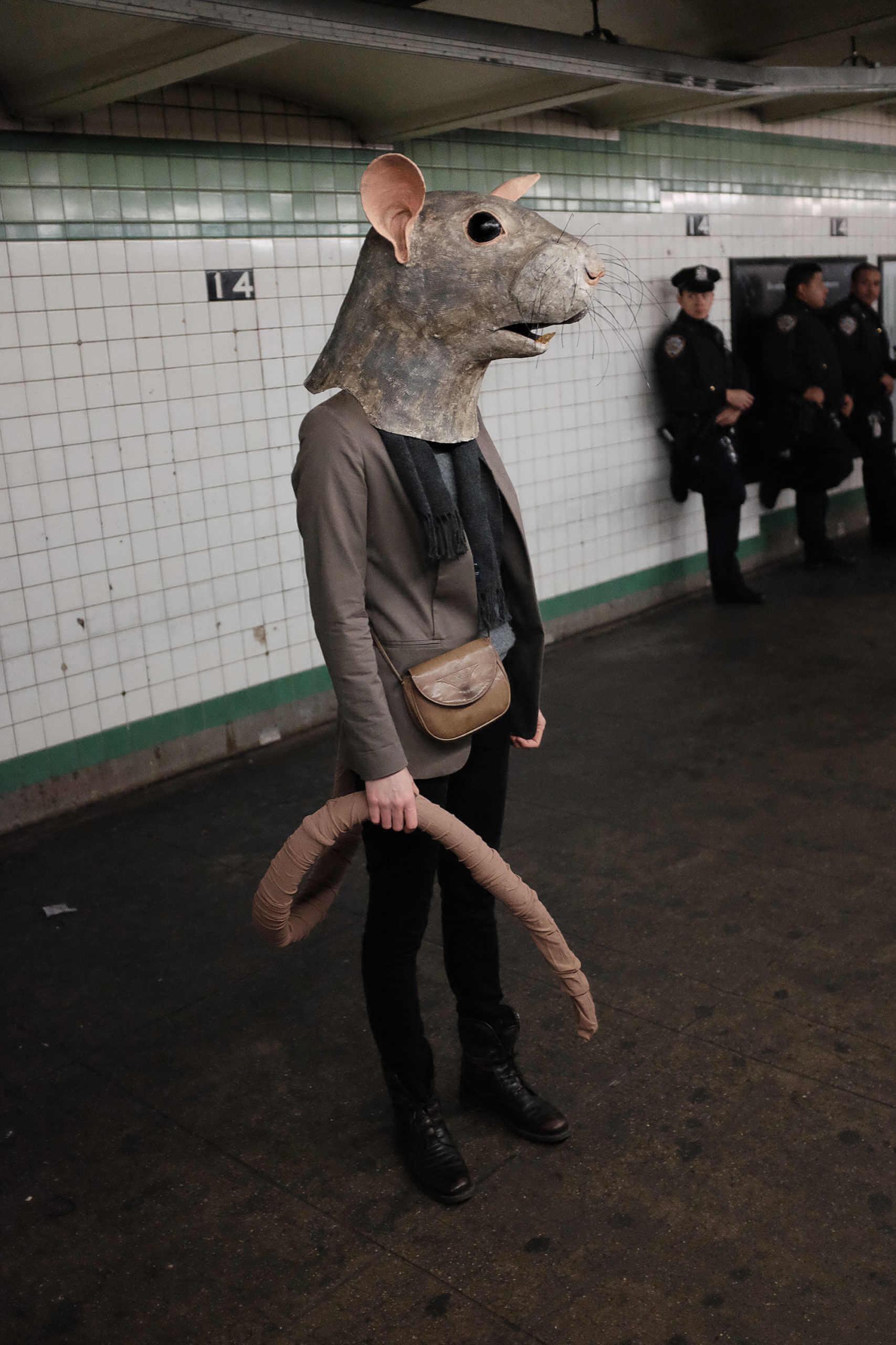 máscara de papel de un ratón por Liz Sexton
