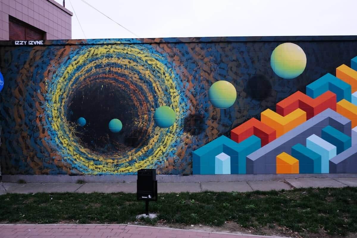mural colorido abstracto de Izzi Izvne