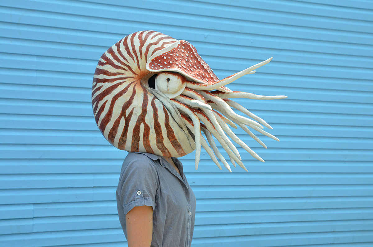 Mascara de papel de un calamar por Liz Sexton