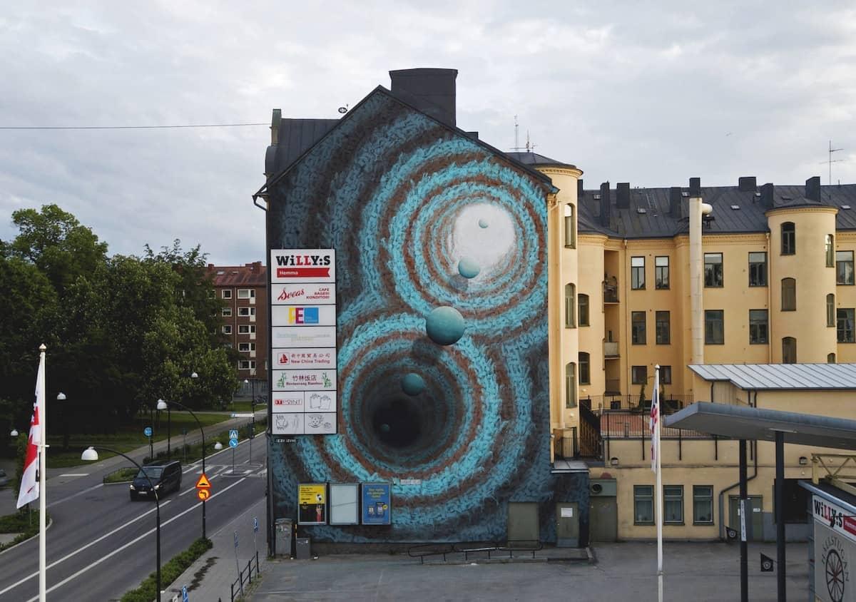 Mural de Izzi Izvne con tematica cosmica