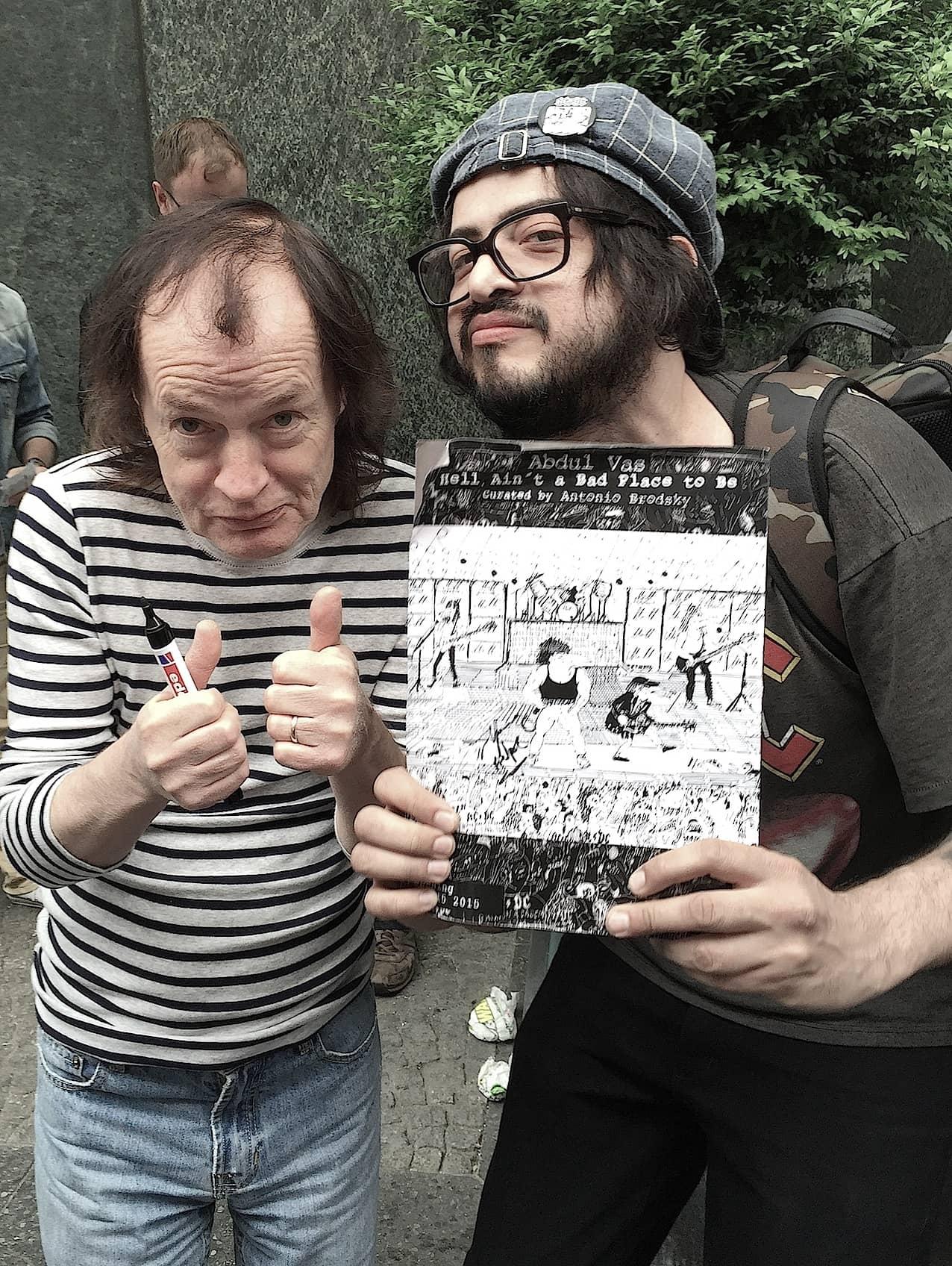Abdul Vas y Angus Young