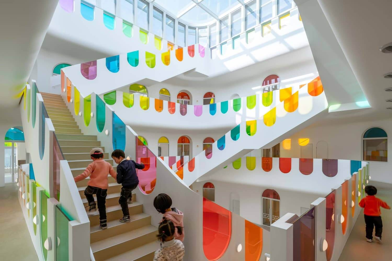 vidrios de colores en una guarderia en china