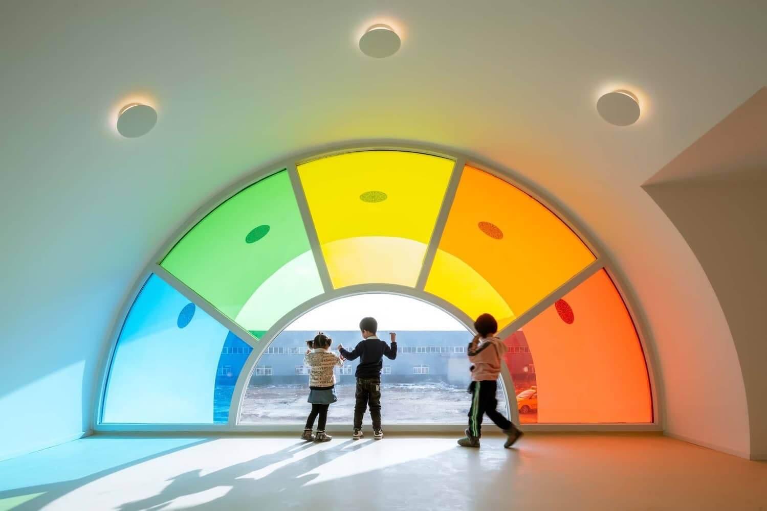 fronton de cristal de colores para la arquitectura de una guarderia en china