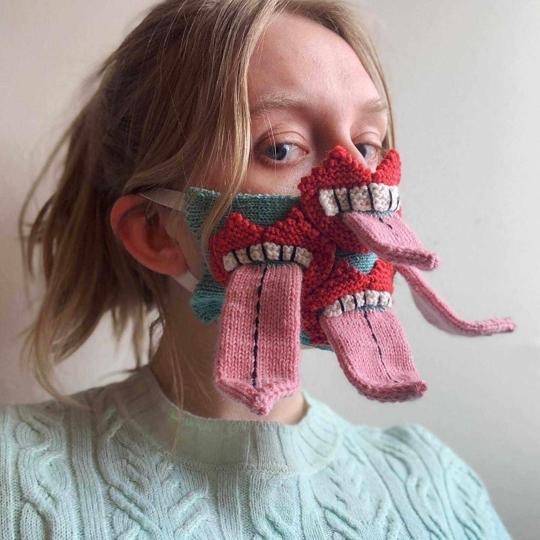 mascarillas originales hechas de lana, leguas saliendo de la boca