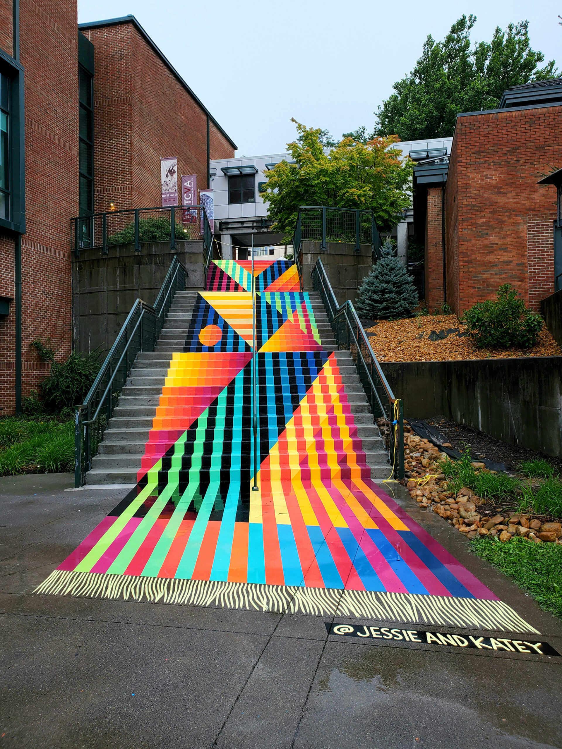 Calle pintada de colores