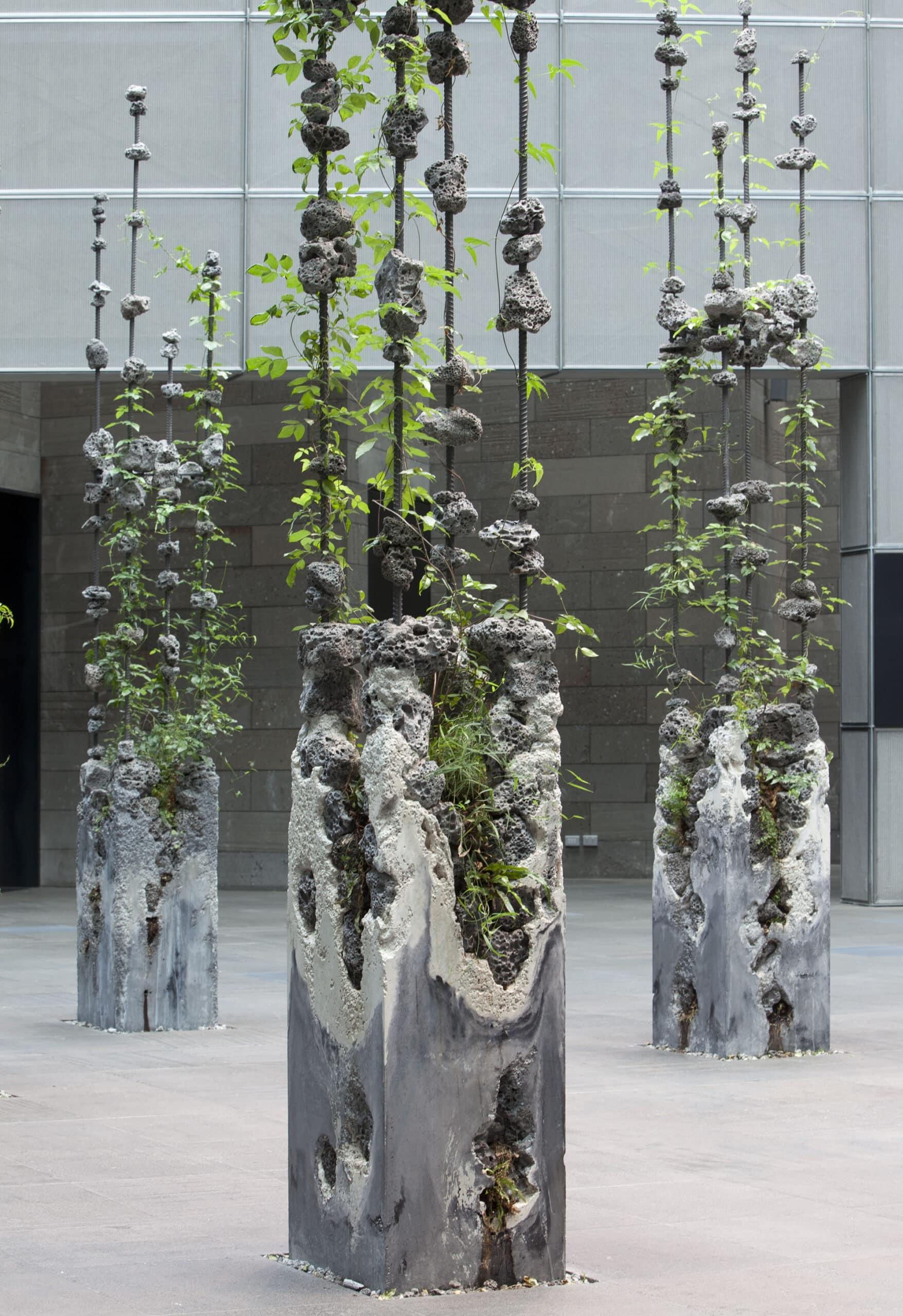 esculturas jamie north columnas Rock Melt
