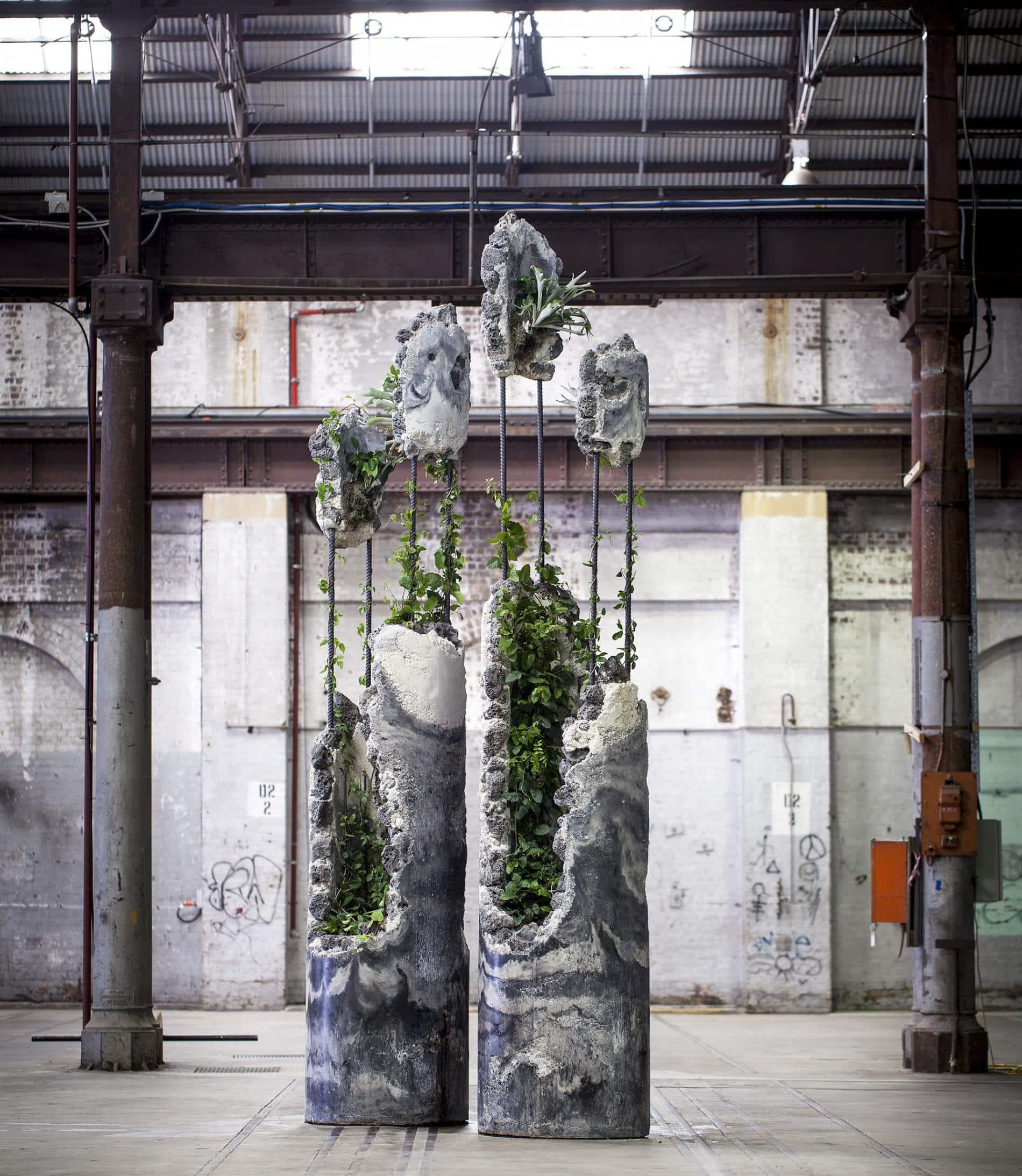 esculturas jamie north columnas Succession