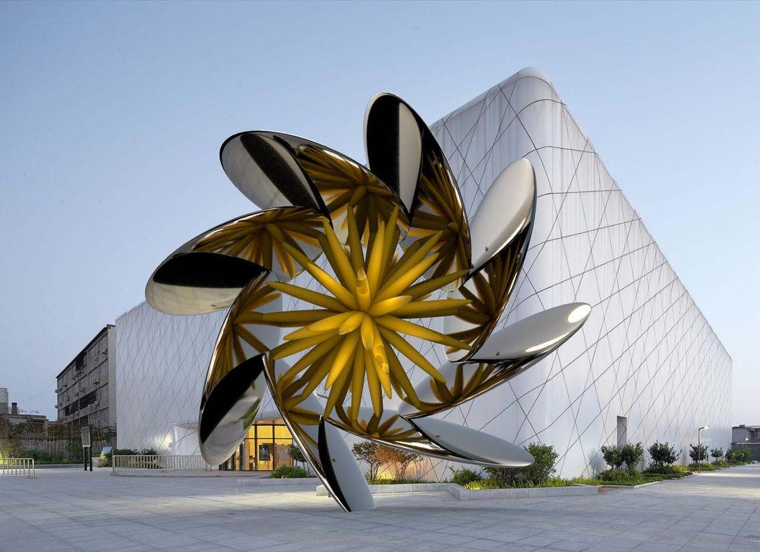 escultura ken kelleher render flor