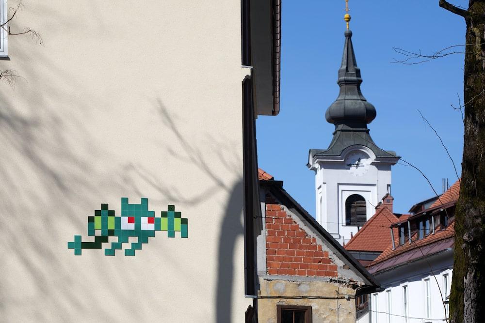 invader eslovenia monstruo