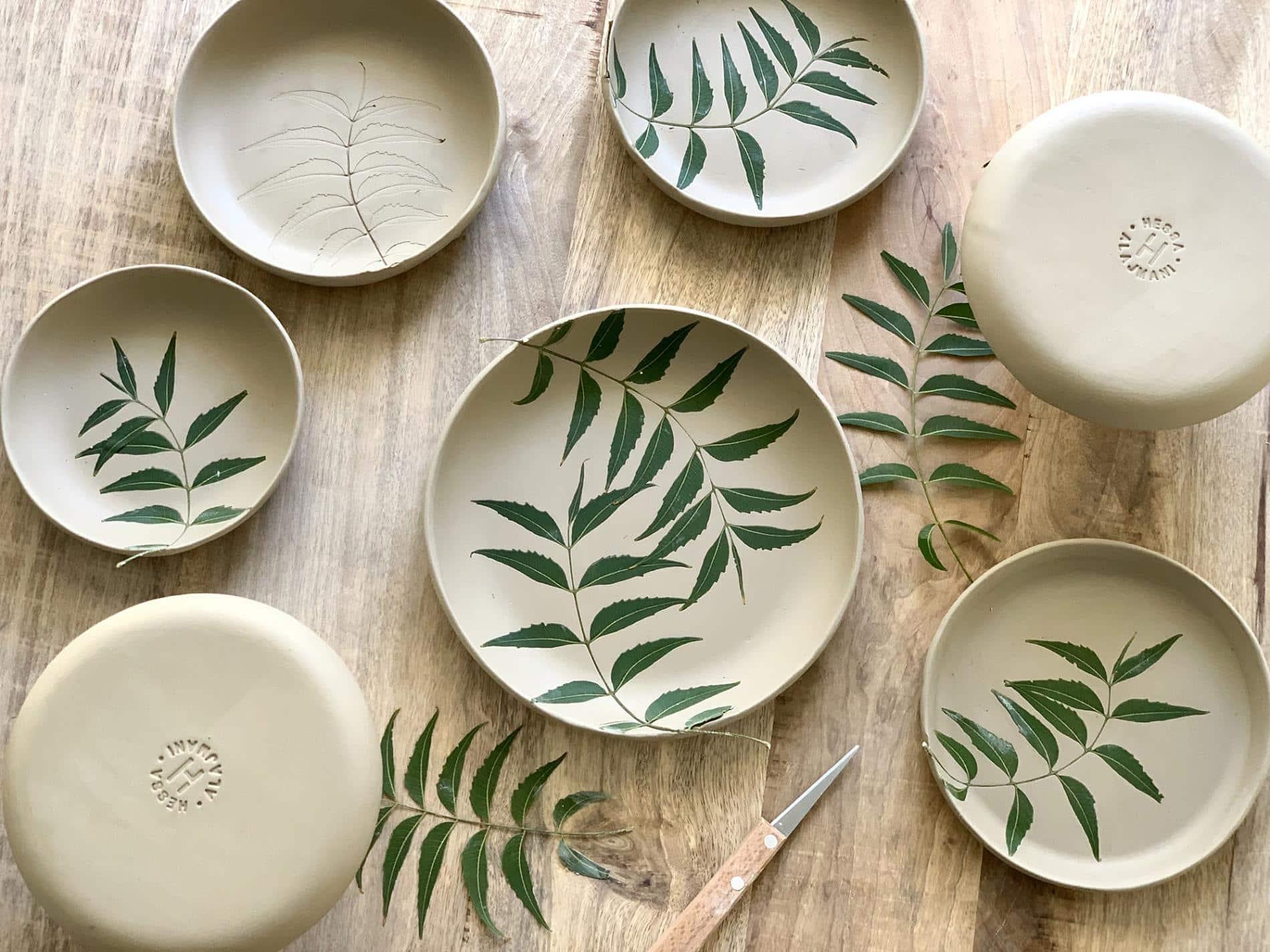 Hessa Al Ajmani taza ceramica vajilla platos hojas