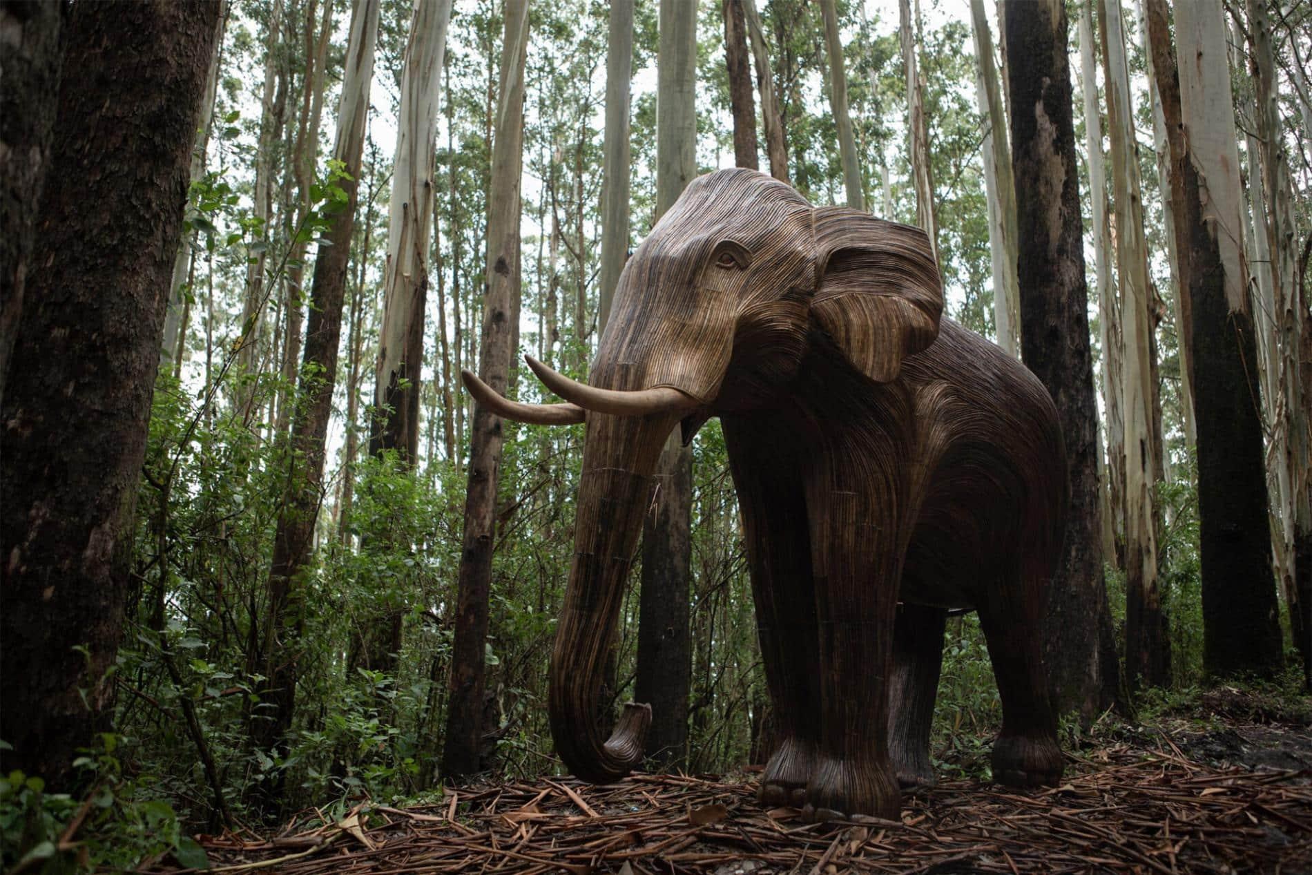 elephant escultura manada bosque
