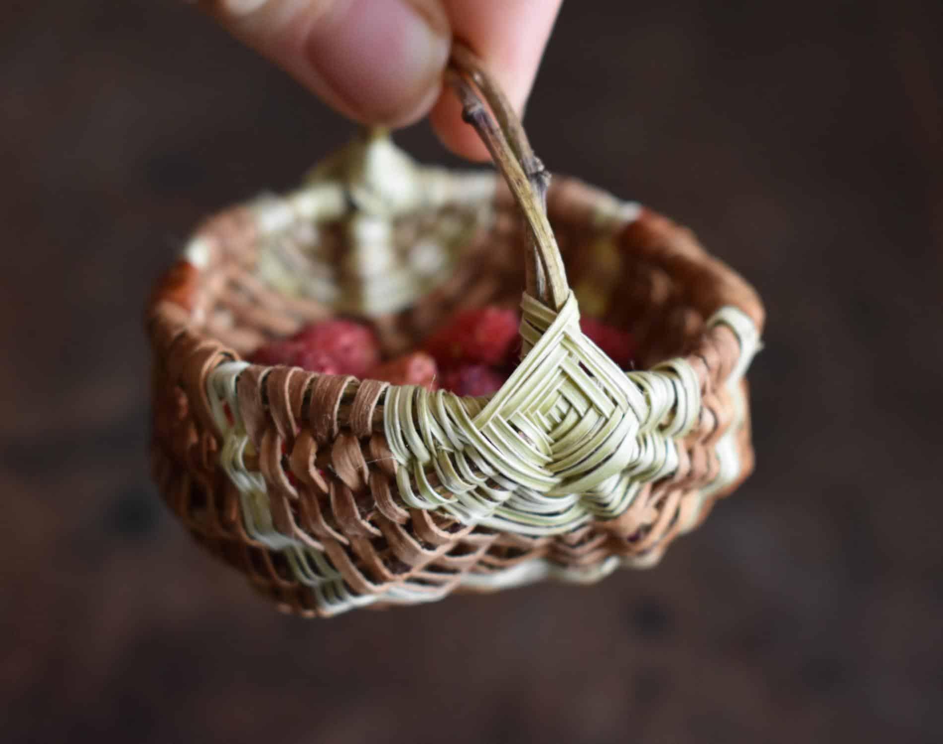 Suzie Grieve cestos miniatura canasta