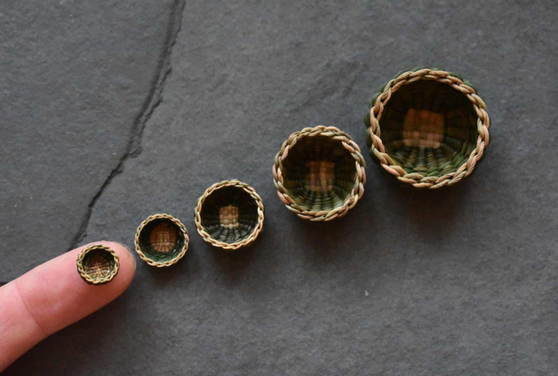 Suzie Grieve cestos miniatura dedo