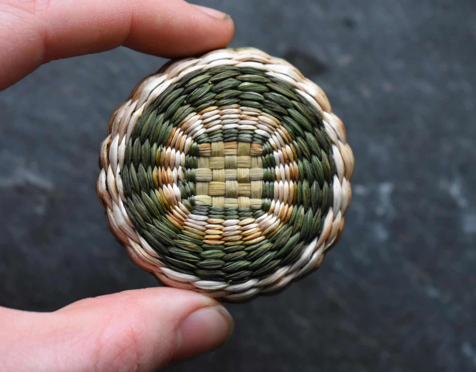 Suzie Grieve cestos miniatura tejido