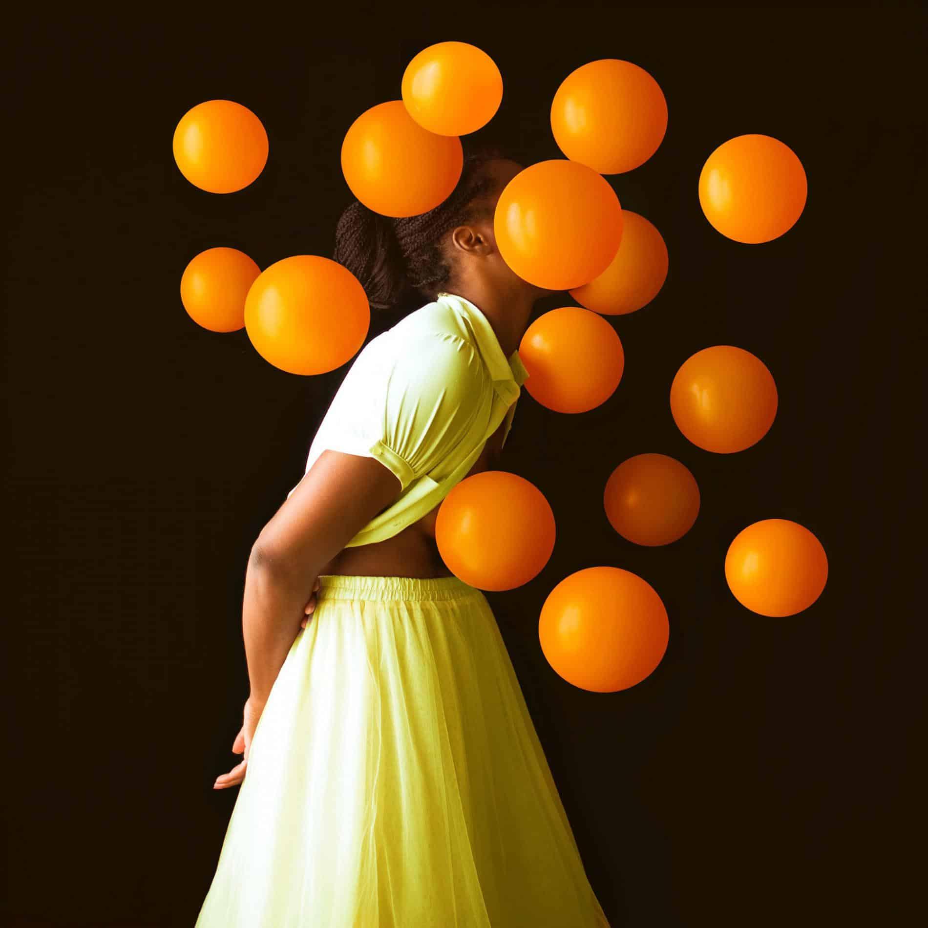 fares micue autoretrato globos orange