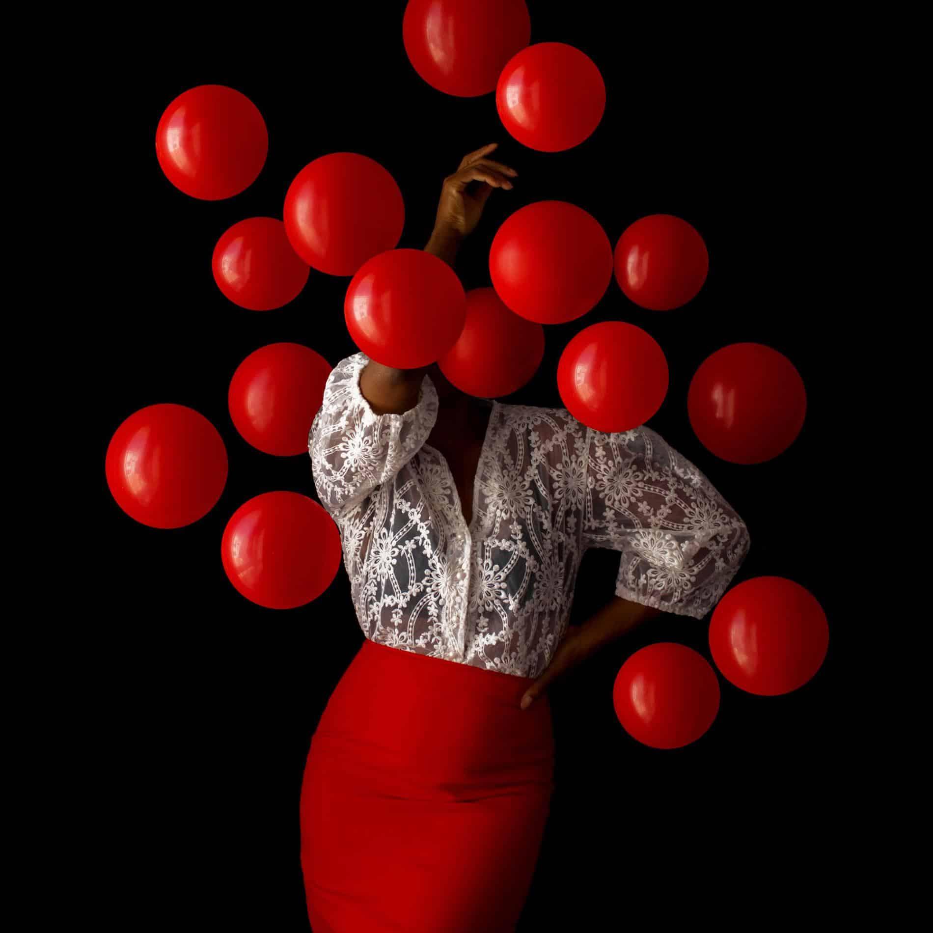 fares micue autoretrato globos red plus