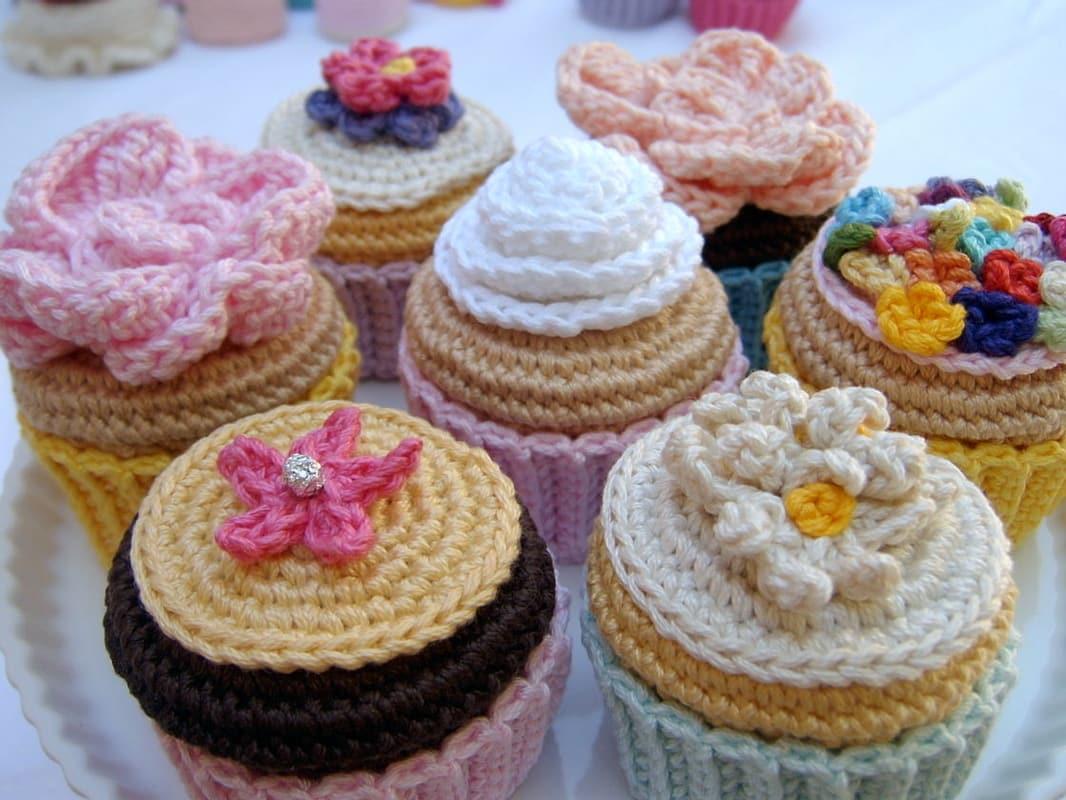 Normalynn Ablao pasta crochet cupcakes