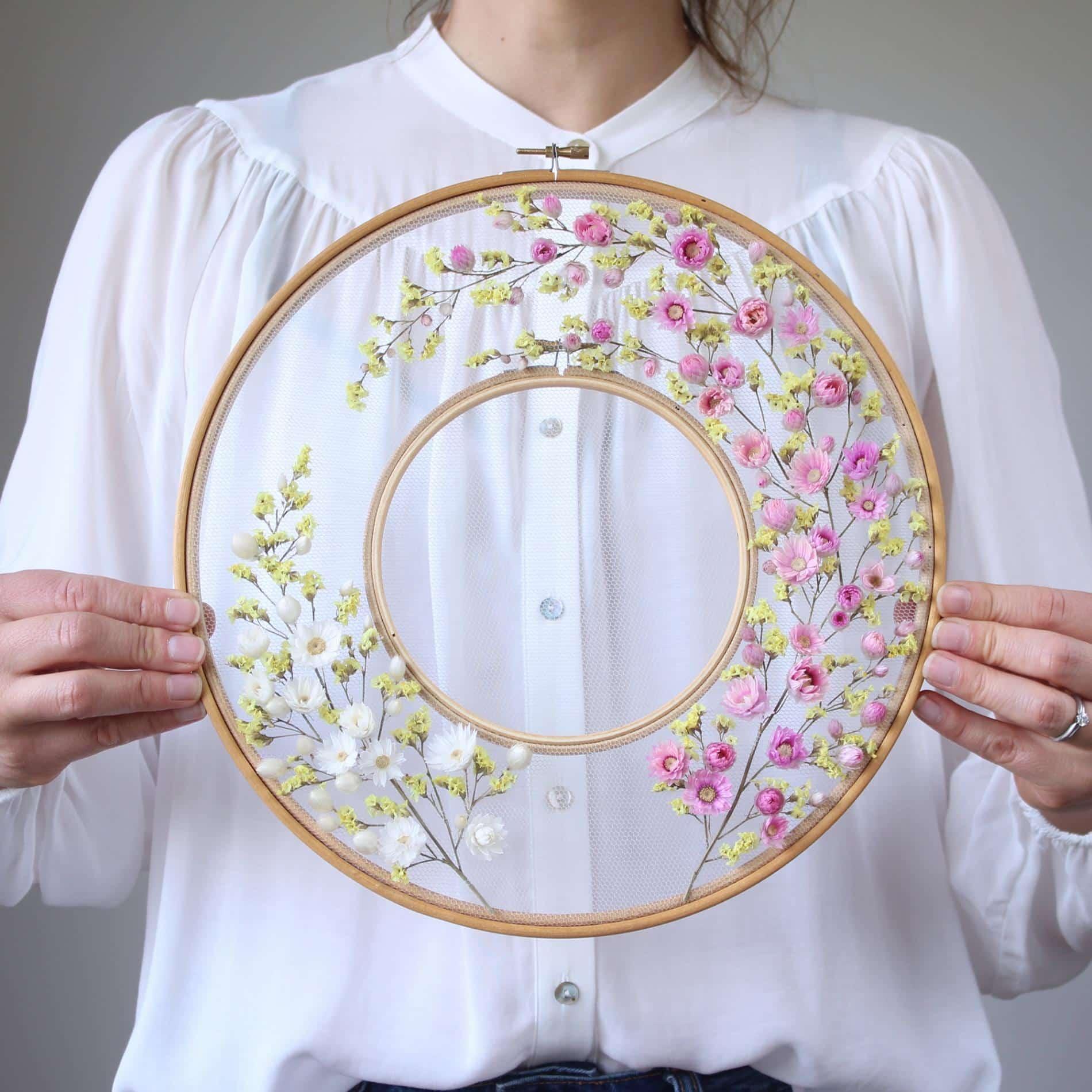 Olga Prinku bordado flores rosa