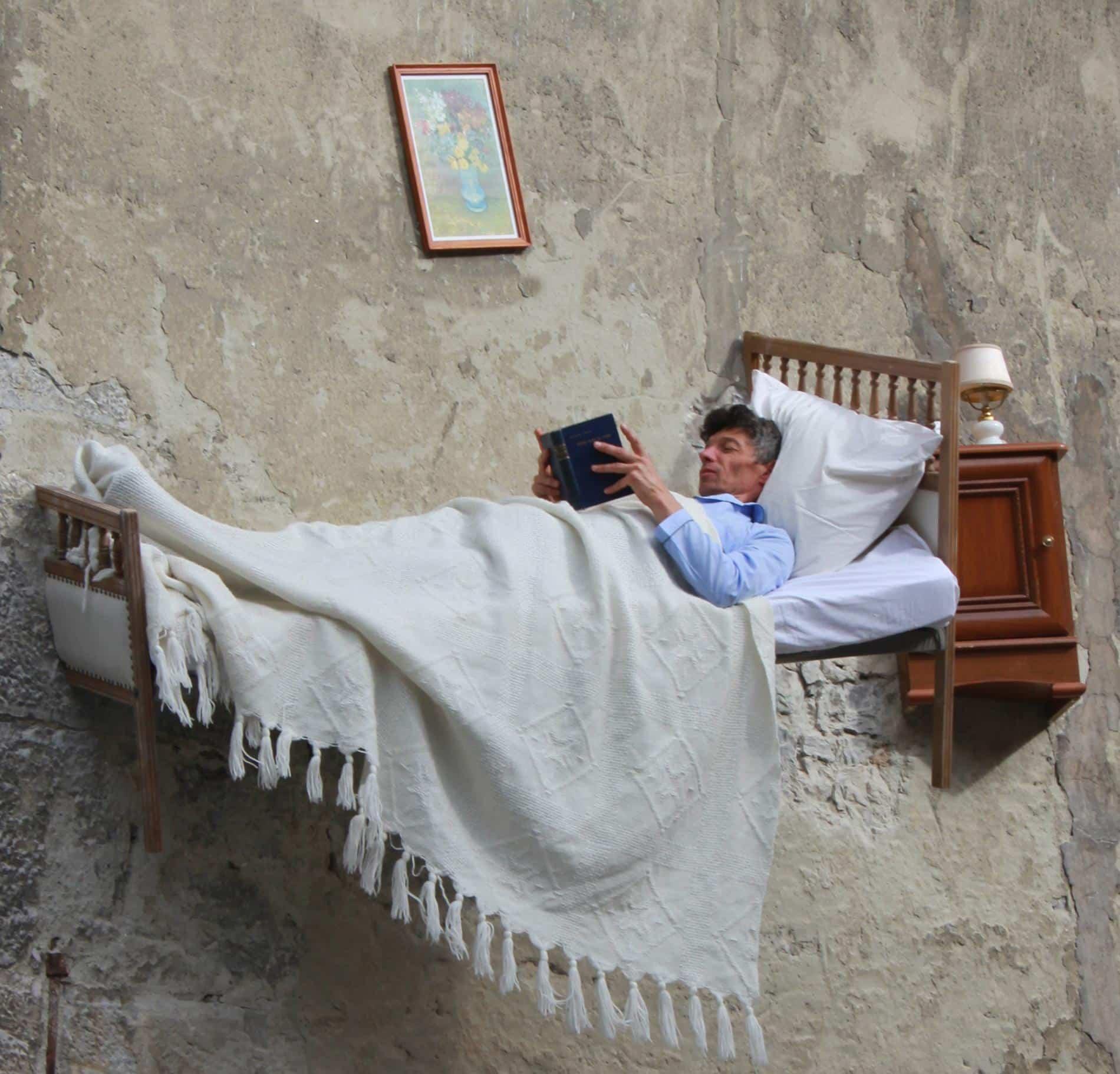 mandon thierry suspendido cama