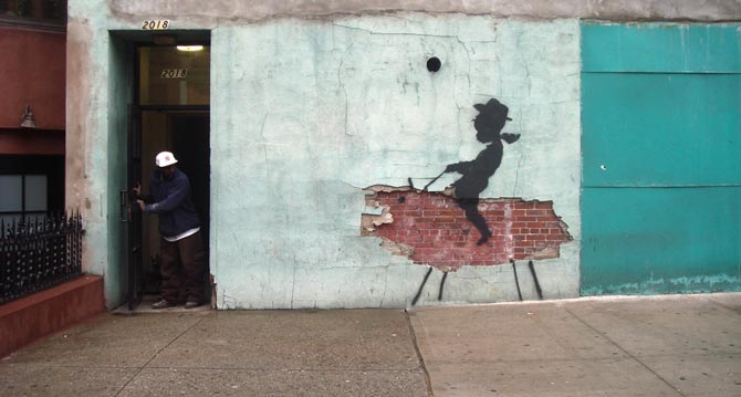 niño cowboy pintado sobre pared rota por banksy